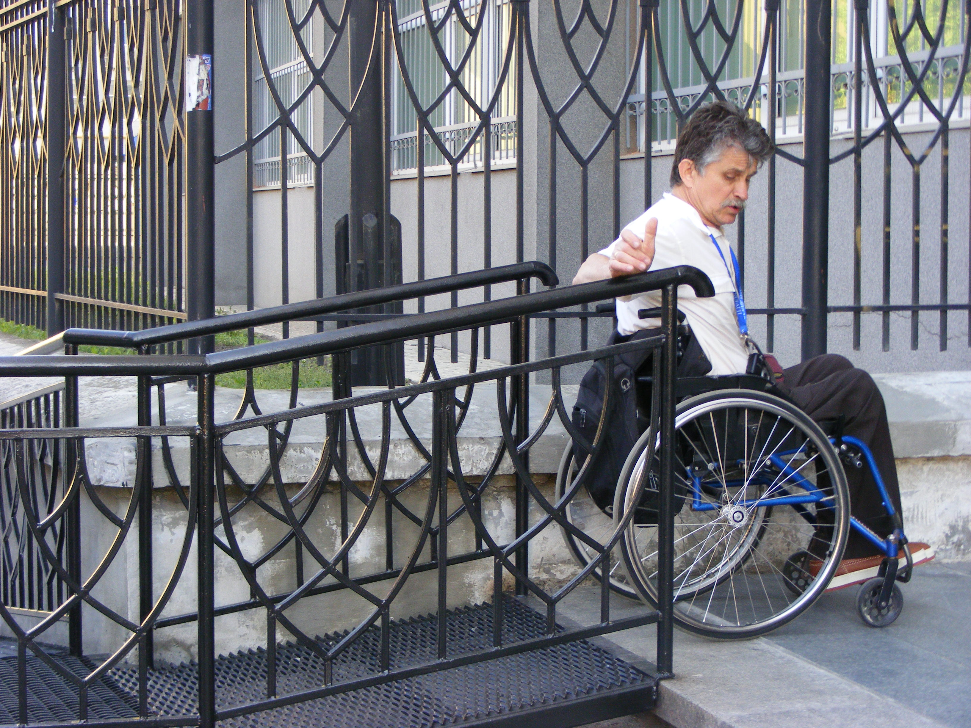 """<!--:UK-->Фонд """"Право і Демократія"""" розпочав всеукраїнське проведення моніторингу забезпечення рівного доступу осіб з особливими фізичними потребами до правосуддя.<!--:-->"""