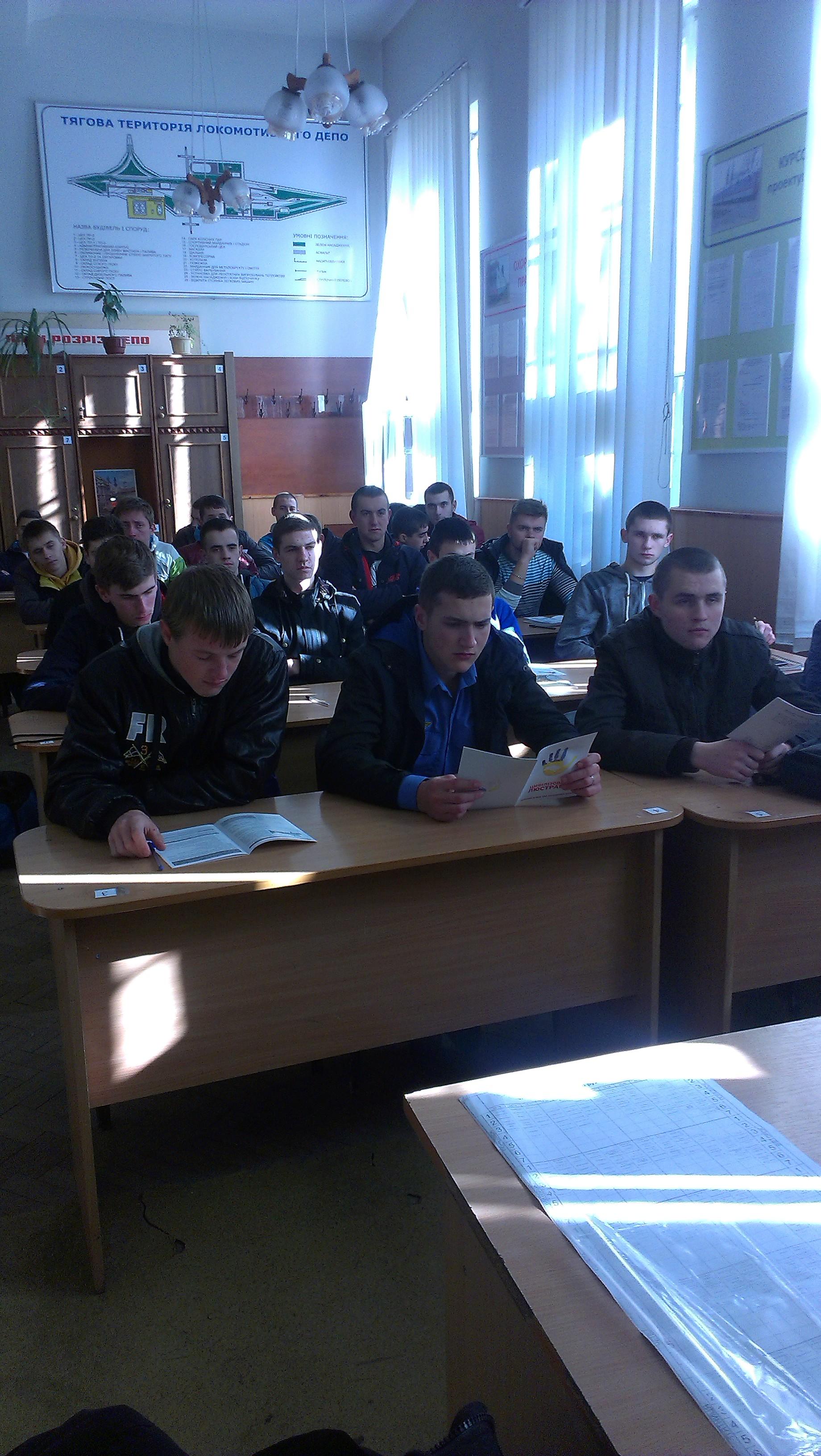 Студенти Львівських навчальних закладів дізнаються більше інформації про люстрацію