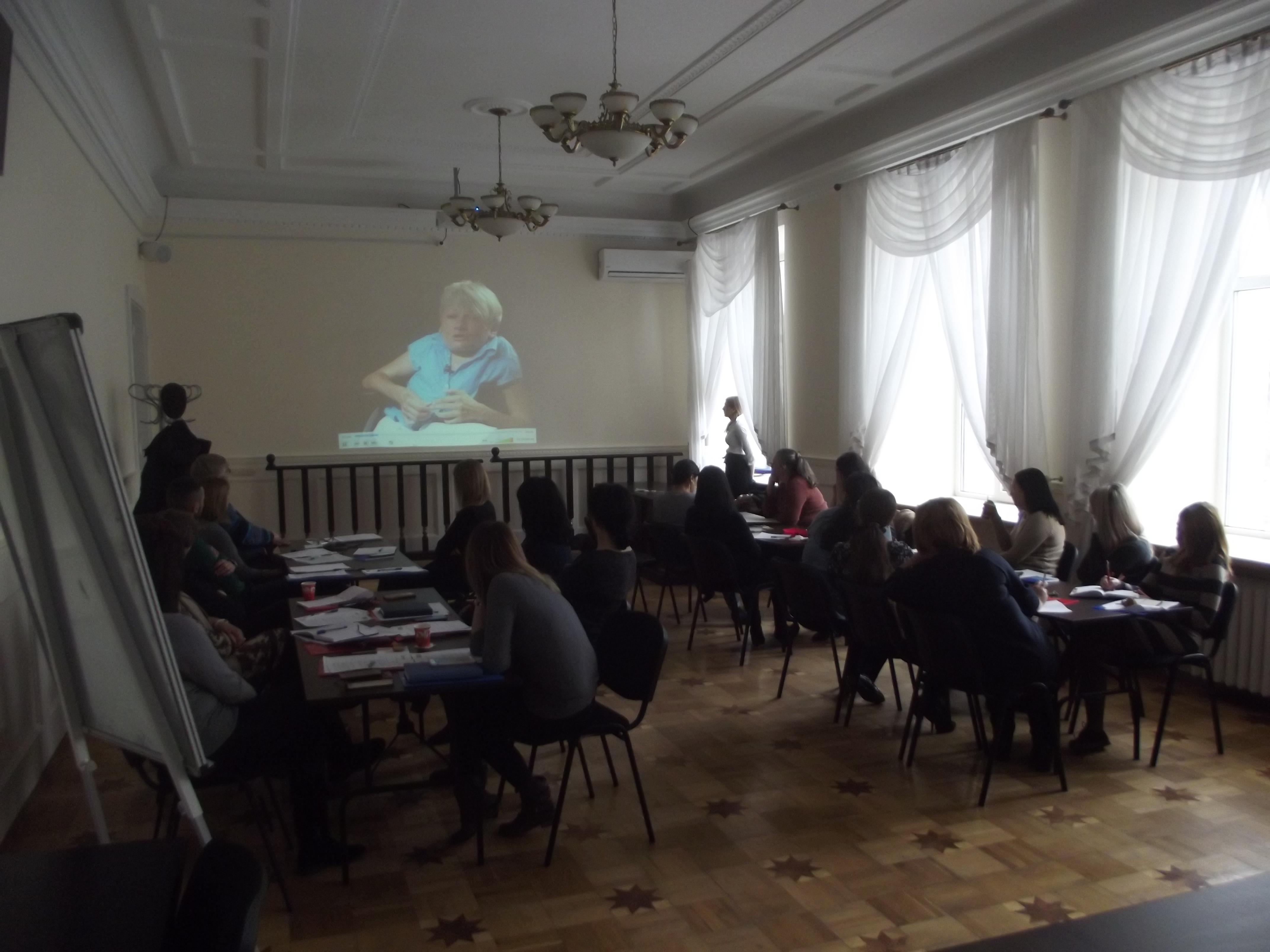 Працівники судів Івано-Франківщини покращили рівень спілкування та роботи  із людьми з інвалідністю